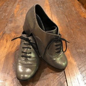 Shimmery gold Design Lab Oxford heels 7M shoes